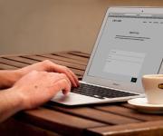 Commenti offensivi degli utenti pubblicati su un sito web: è responsabile il gestore?